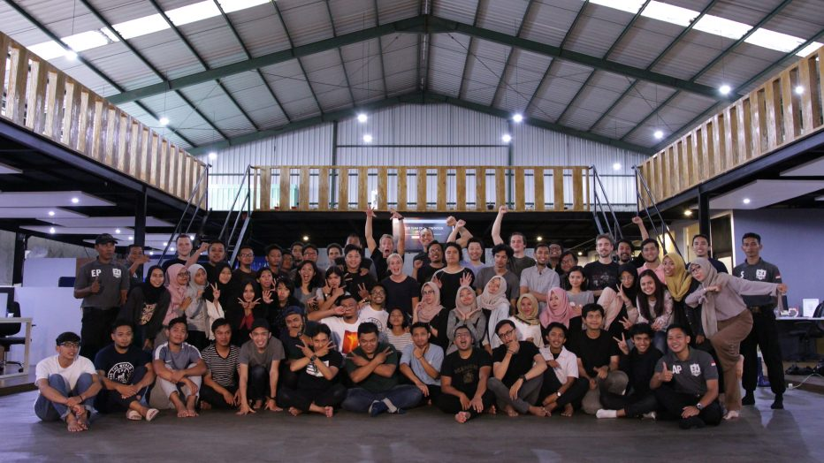 All the employees from 24Slides. They seem to love making peace signs. >o