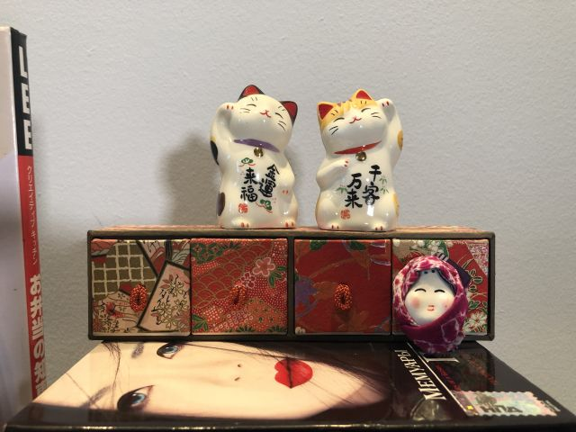 Japanese cats made of glass