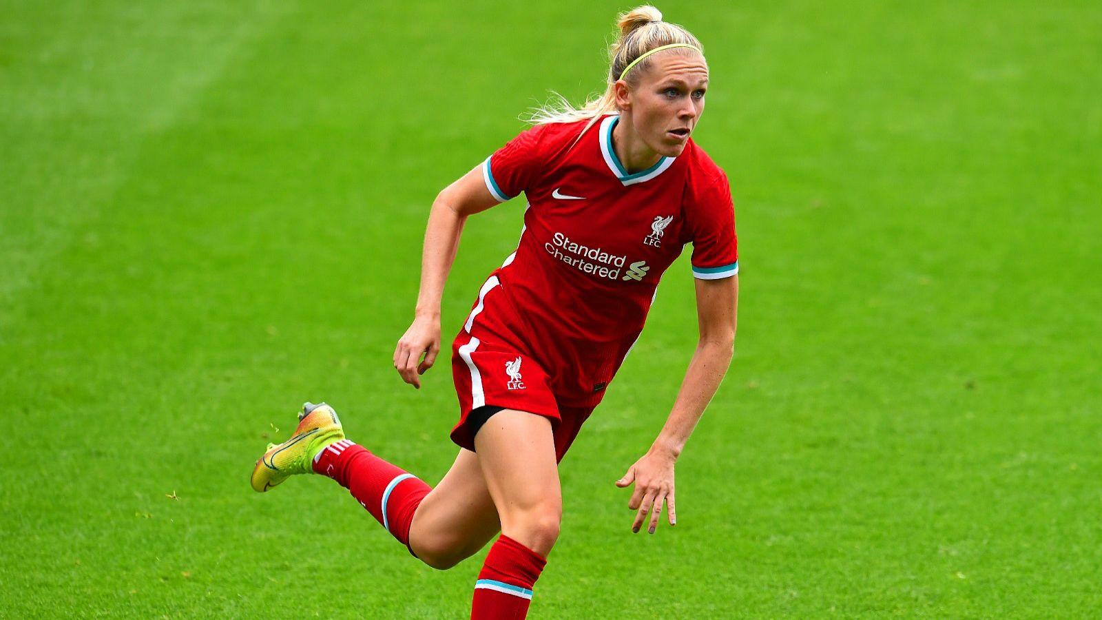 running football player (woman)