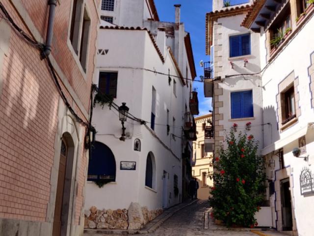 (Narrow street in Sitges in Spain)