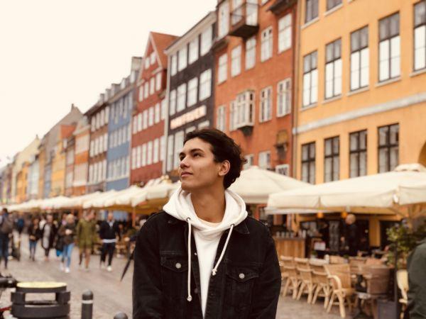 Guy standing in Nyhavn